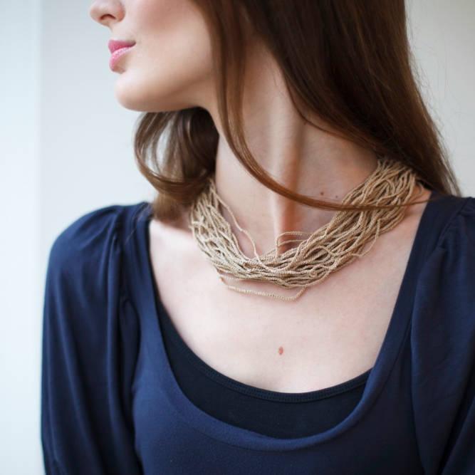 Halskette aus Baumwolle
