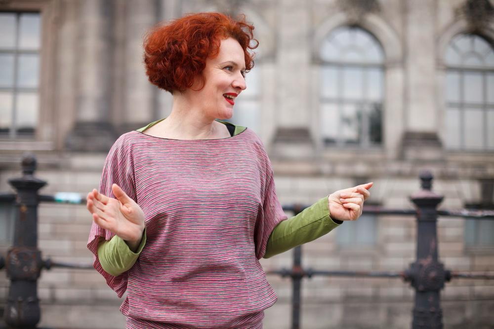 Csilla Szabó hat Kunst und Mode Studiert. Ihre Berliner Designer Marke hat Sie in Berlin gegründet. Textilkunst, Mode, Recycling, Textilschmuck sind Ihre Haupt Themen