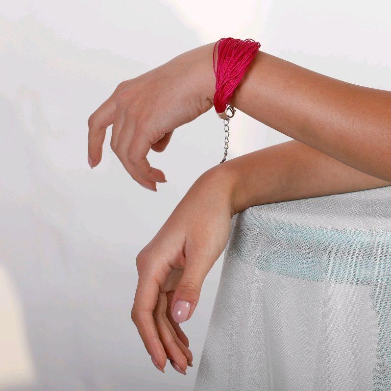 Handgemachter Armband. Fucsiarot