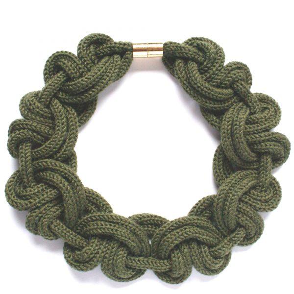 Designer Halskette aus olivgrüner Merinowolle
