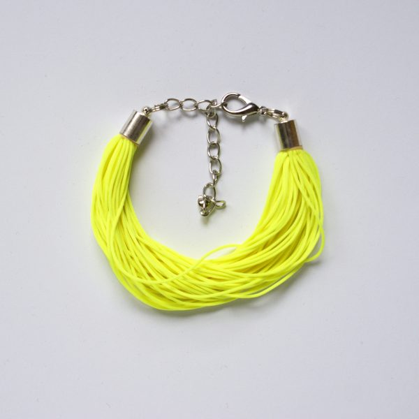 Süßes Armband aus neonfarbenem Garn