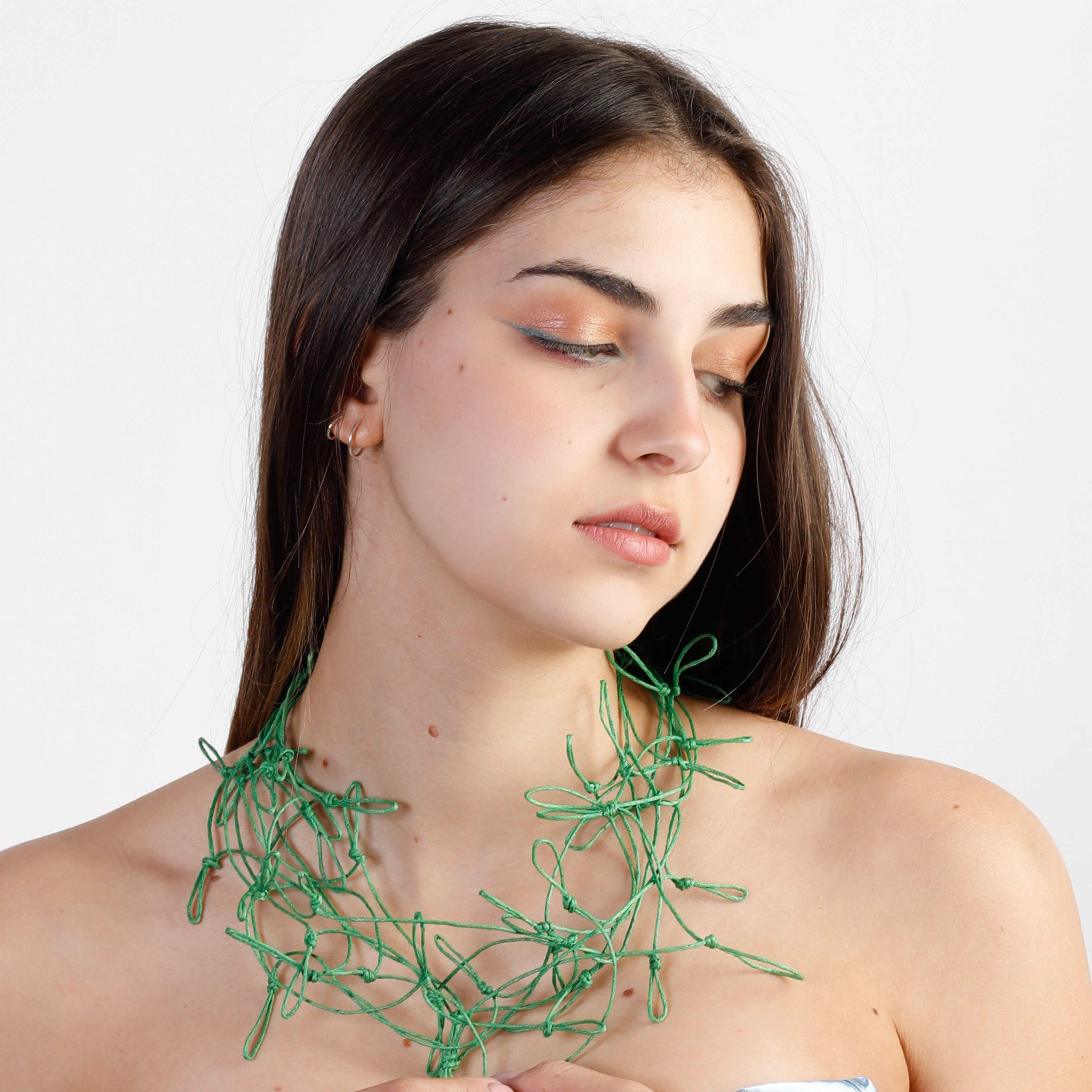 Grüner Halsschmuck für modebewusste Frauen