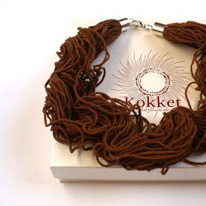 Kaffee Braune Textilschmuck. Halskette aus Baumwolle